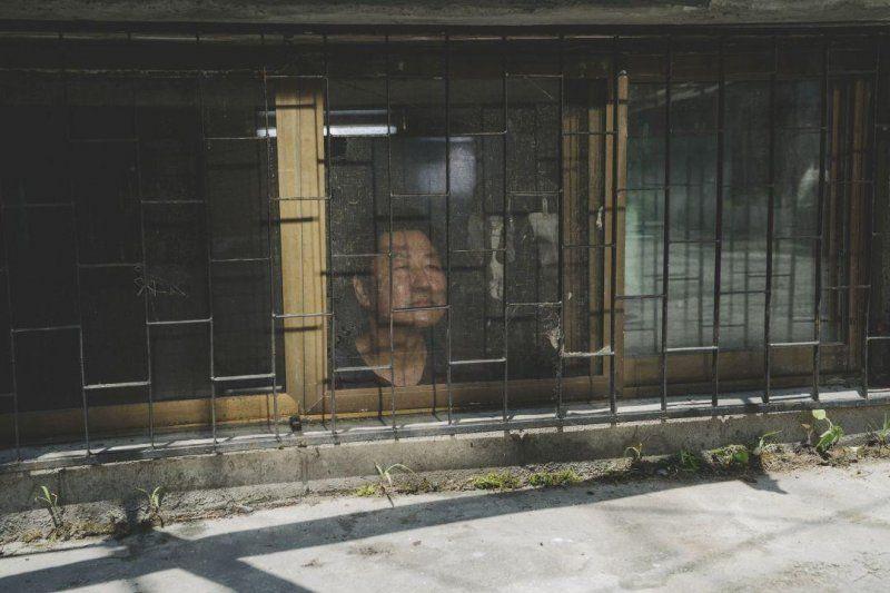 《寄生上流》裡的金基澤:住在灰黯地下牢籠的生存與希望 CatchPlay