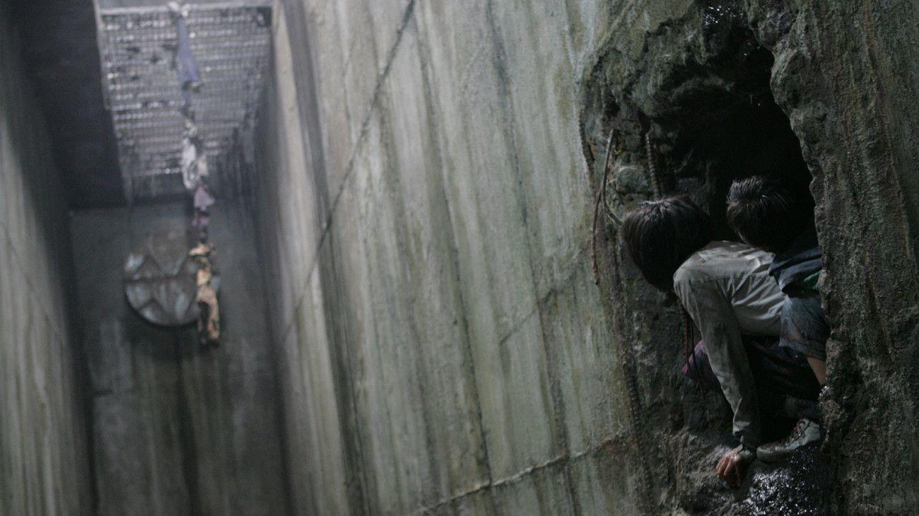 《駭人怪物》中的書賢,躲在「怪物巢穴中的秘密洞穴」IMDb